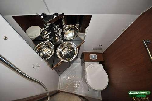 Camperontest rollerteam livingstone k2 prestige - Piatto doccia triangolare ...